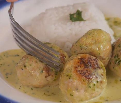 Receta de Albóndigas de pollo en salsa de cilantro