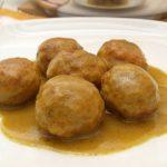 Albóndigas de pollo en salsa de mostaza
