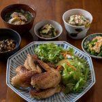 Receta de Alitas de pollo con ensalada