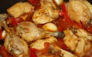 Alitas de pollo en salsa de tomate