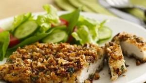 Bifes de pollo con crocante de nueces de pecan