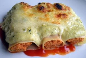 Canelones de pollo con salsa bechamel