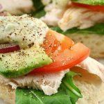 Emparedado de pollo saludable