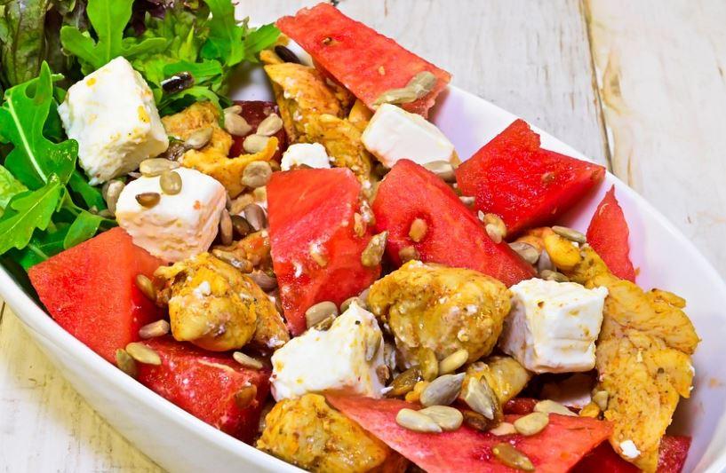 Receta de Ensalada de pollo, tomate y queso de cabra