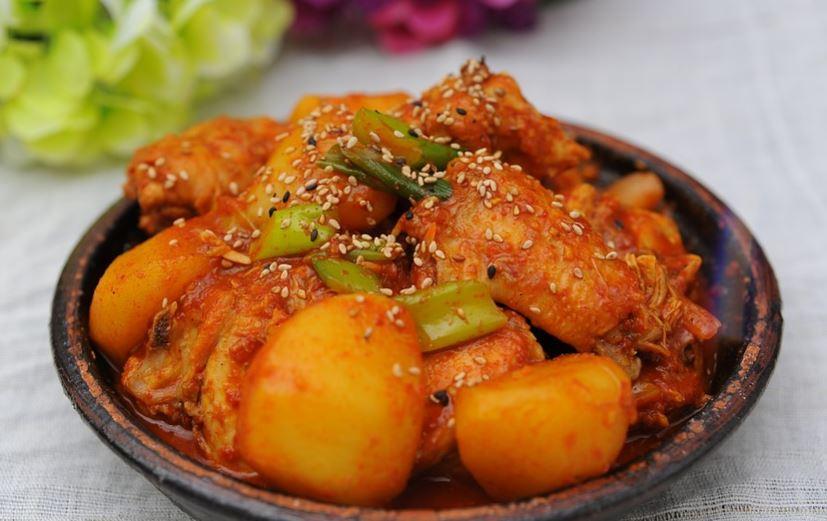 Guiso picante con alitas de pollo
