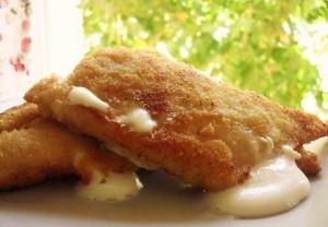 Milanesas de pollo rellenas con mozzarella