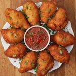 Mini calzones de pollo fritos