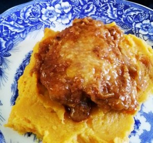 Muslos de pollo con puré de batatas
