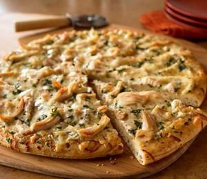 Pizza con pollo y mozzarella