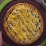 Receta de Pizza de pollo, espinaca y salsa blanca