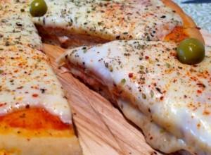 Pizza rellena con pollo