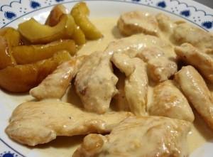 Pollo a la crema con manzanas asadas