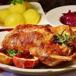 Pollo al romero con manzanas asadas para Navidad