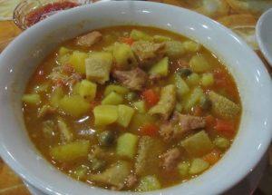 Pollo con mondongo y verduras