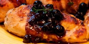 Pollo con salsa de arándanos