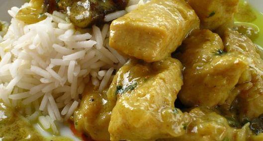 Pollo cremoso con curry