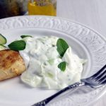 Pollo en salsa de pepino y yogur
