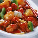 Pollo frito con vegetales en salsa