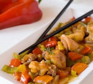Pollo salteado con salsa de soja