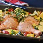Patas de pollo con verduras al horno