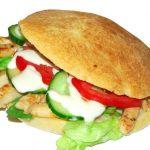 Sándwich de pollo en pan de leche