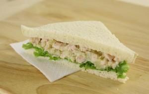Sandwich de pollo y palmitos