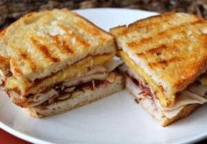 Sandwich tostado de pollo
