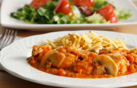 Receta de Sofrito de pollo con tomates y champiñones