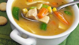 Sopa casera de pollo