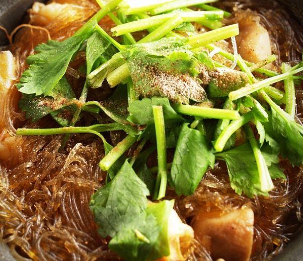 Pollo thai con fideos de arroz