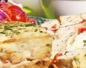 Budín de pan, pollo y puerros
