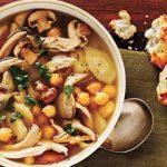 Sopa de pollo con garbanzos
